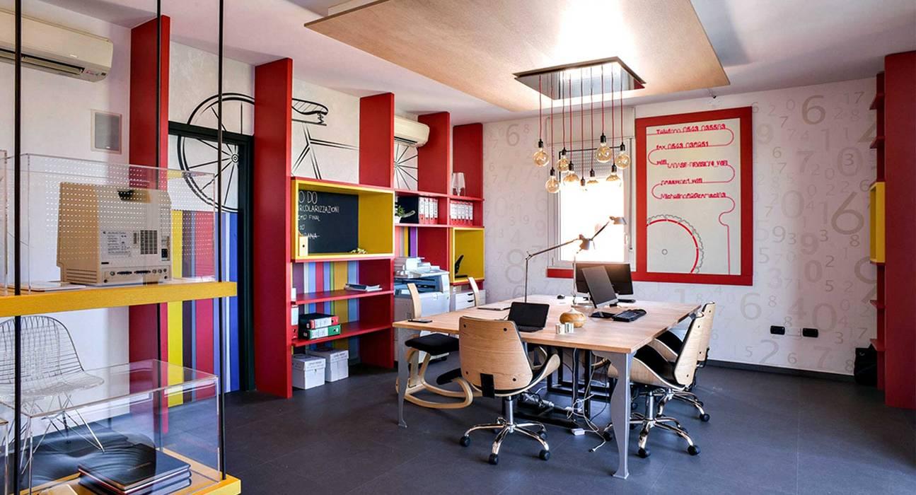 Uffici LaBase: Complessi per uffici in stile  di Arkinprogress
