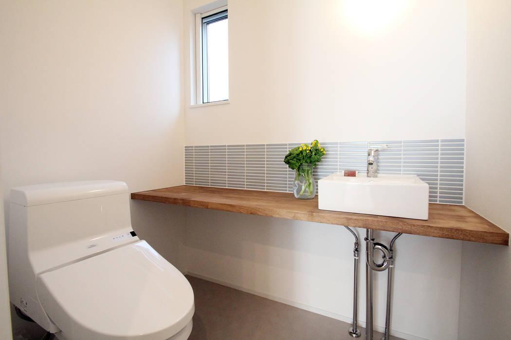 集う家: 株式会社プラスアイが手掛けた浴室です。