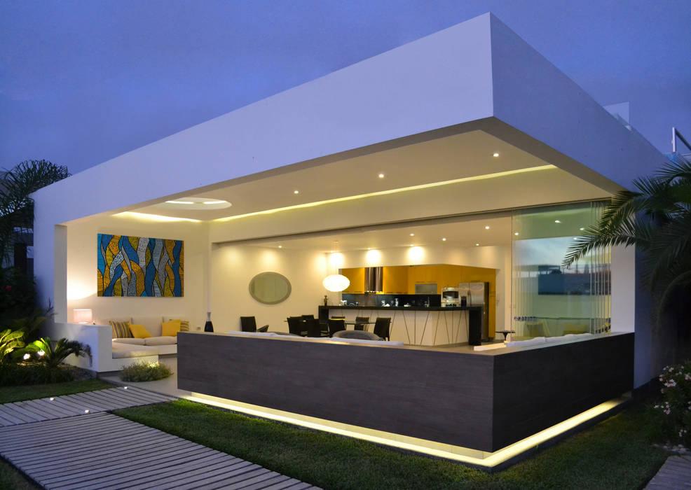 Fachada Principal: Casas de estilo  por DMS Arquitectas, Moderno