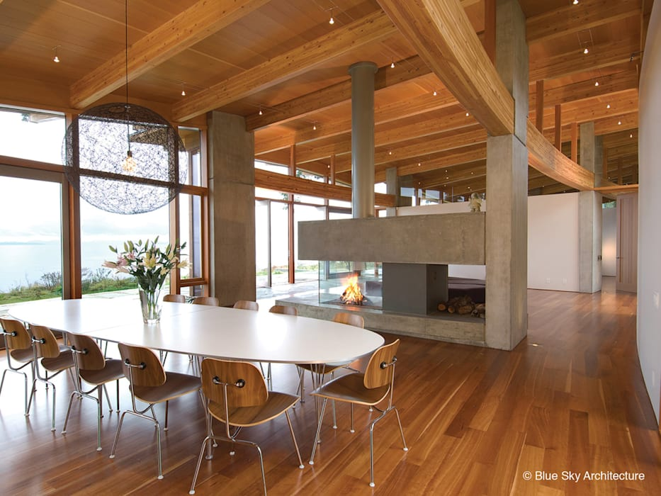 Miracle Beach House Modern Living Room by Helliwell + Smith • Blue Sky Architecture Modern