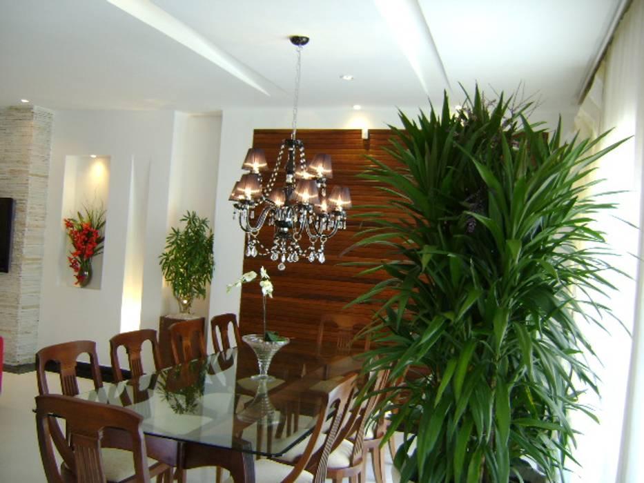 salão de festas Salas de jantar ecléticas por Marlise Cantu Arquitetura Eclético Madeira Efeito de madeira