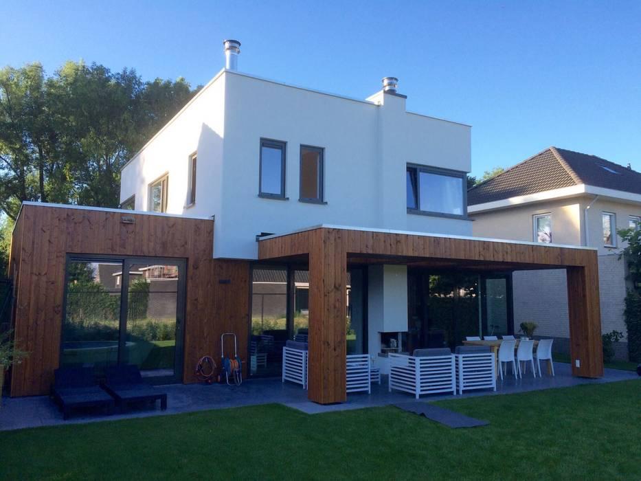 Casas de estilo moderno de Nico Dekker Ontwerp & Bouwkunde Moderno Madera Acabado en madera