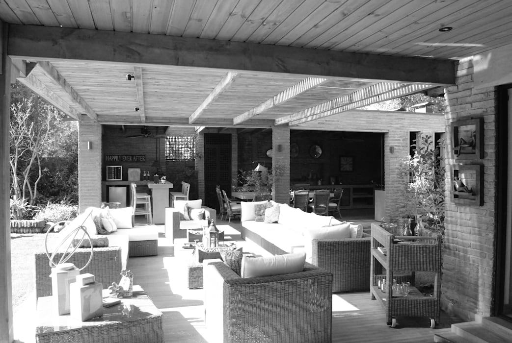 Rustic style balcony, veranda & terrace by RENOarq Rustic