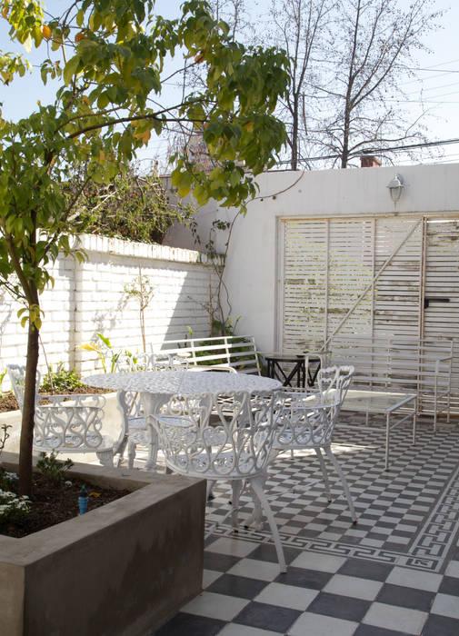 Terrace by RENOarq, Modern