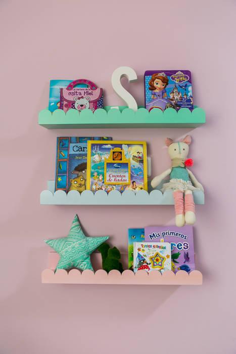 Cuarto de Sofia Little One Habitaciones para niños de estilo clásico