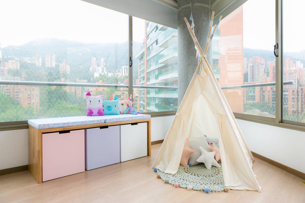 Nursery/kid's room by Little One,