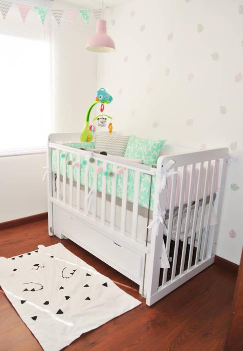 Cuarto de Emilia Little One Habitaciones para niños de estilo tropical