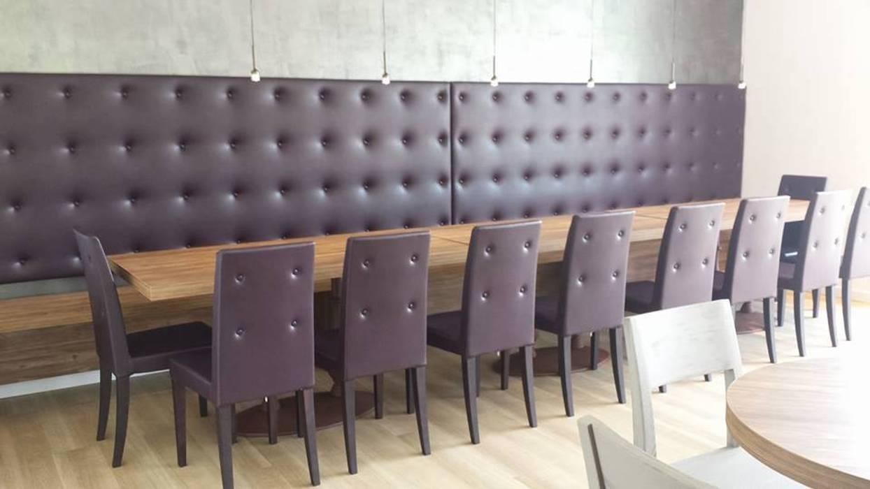 Zona privè per wine bar realizzata su misura : Bar & Club in stile  di Semprelegno