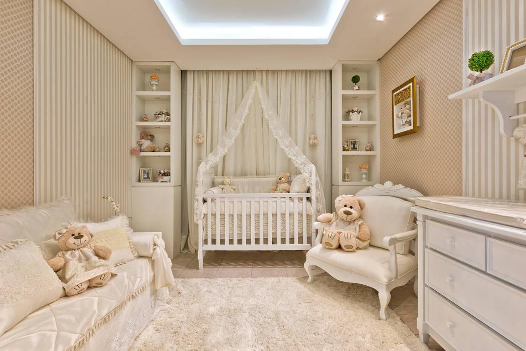 Quarto de bebê menina - clássico e delicado: Quarto infantil  por KIDS Arquitetura para pequenos