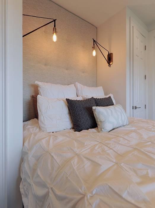 Olamar Interiors, LLC 모던스타일 침실 화이트