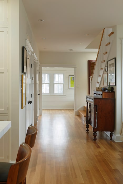 Stylish First-Floor Bungalow Renovation in Arlington, VA Minimalist corridor, hallway & stairs by BOWA - Design Build Experts Minimalist