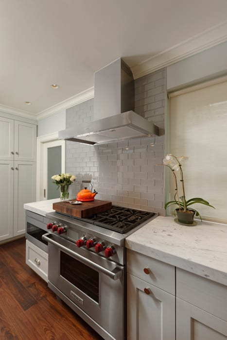 Luxury Kalorama Condo Renovation in Washington DC BOWA - Design Build Experts Minimalist kitchen