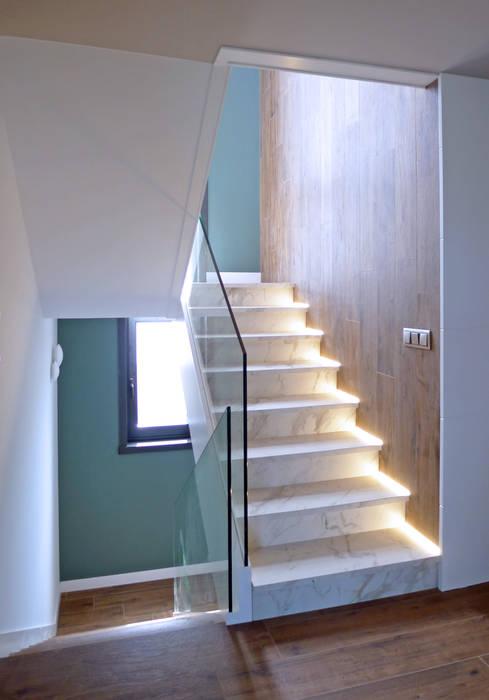 Hành lang, sảnh & cầu thang phong cách mộc mạc bởi AD+ arquitectura Mộc mạc gốm sứ