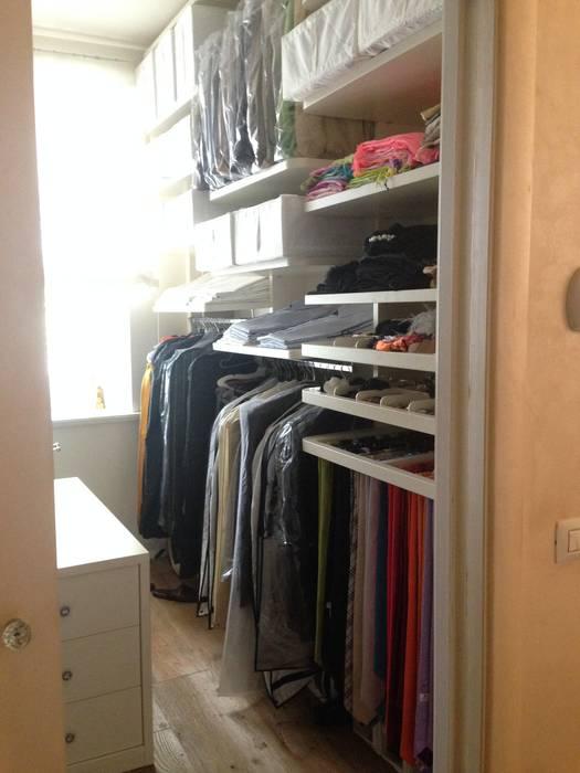 spogliatoio cabina armadio: Spogliatoio in stile  di Mobili Donda
