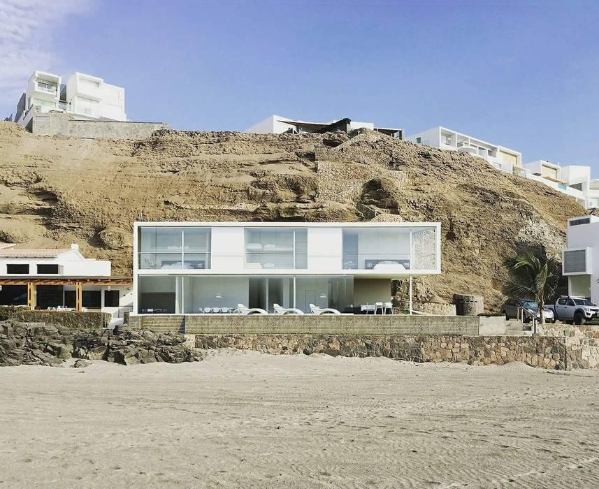 Minimalist house by ARCHITECTS Minimalist Concrete