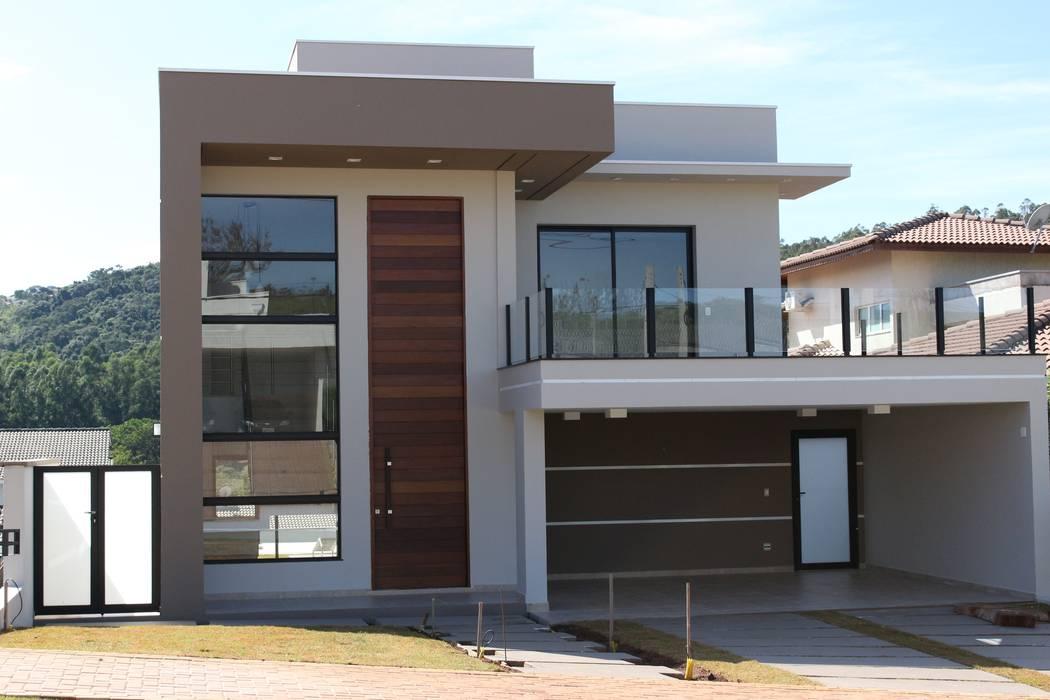 Casas de estilo  por Araujo Moraes Engenharia Arquitetura, Moderno Concreto
