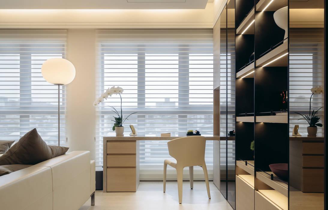 Bureau de style  par 汎羽空間設計, Moderne