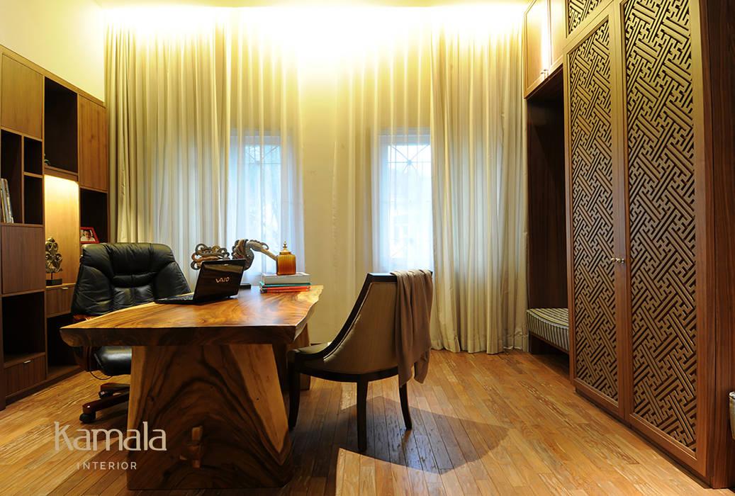 Private Residence @ Gading Serpong Kamala Interior Ruang Studi/Kantor Tropis Kayu Brown