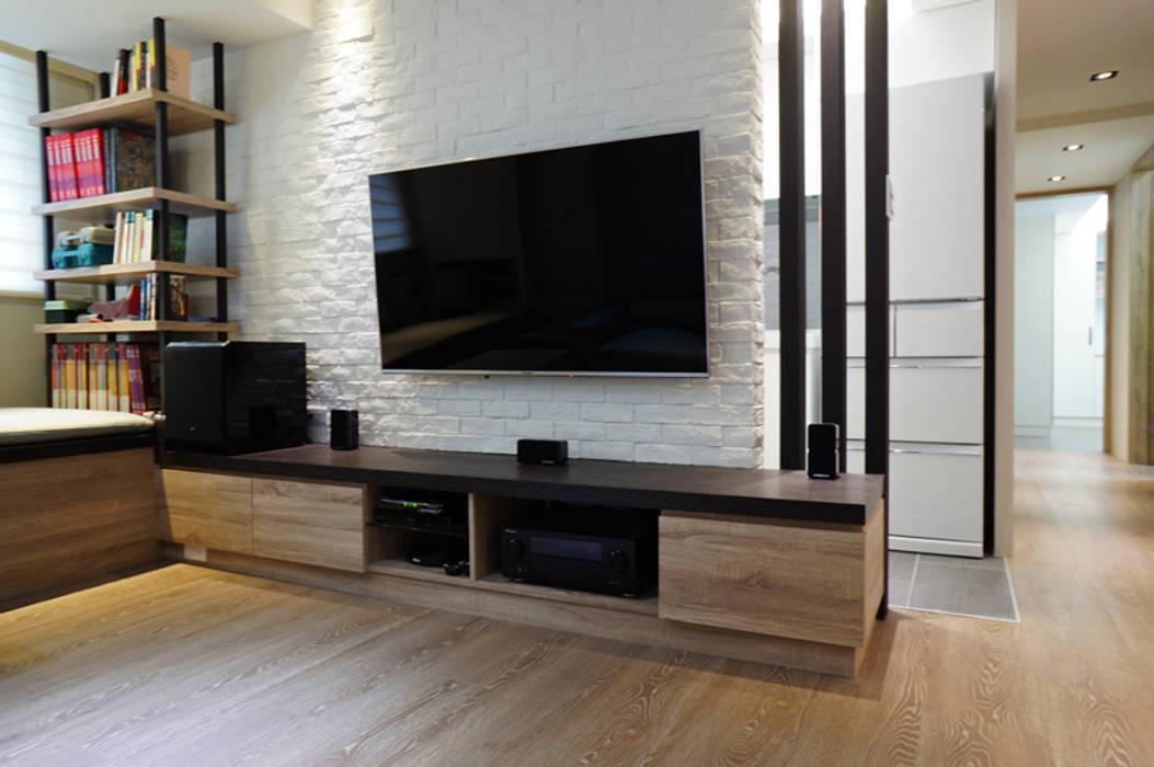 Moderne Wohnzimmer von ISQ 質の木系統家具 Modern