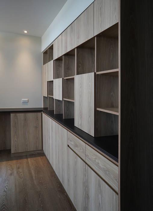 Couloir, entrée, escaliers modernes par ISQ 質の木系統家具 Moderne