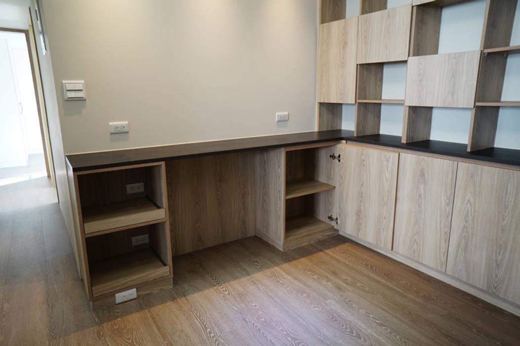 Moderne Esszimmer von ISQ 質の木系統家具 Modern