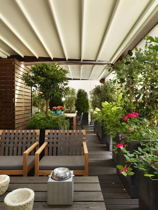 Living in terrazza : Terrazza in stile  di Daniele Franzoni Interior Designer - Architetto d'Interni
