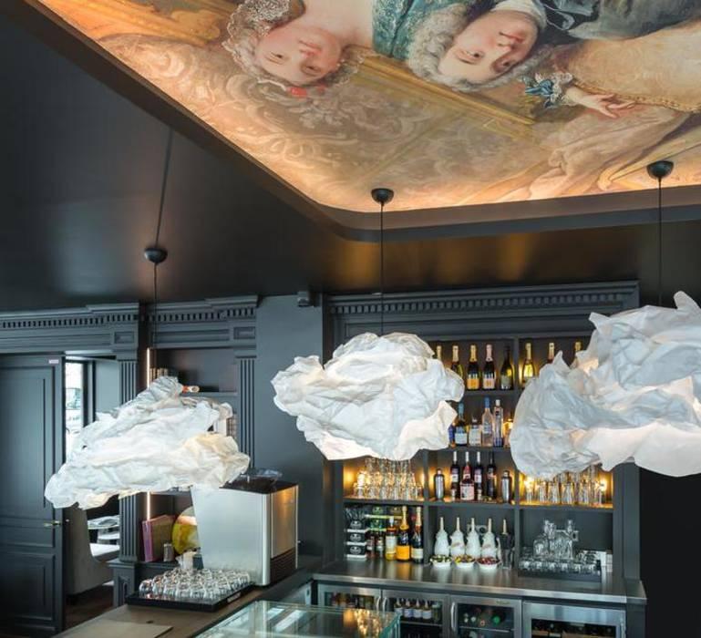 Eclairage du Bar - Restaurant de l'hôtel: Bars & clubs de style  par NEDGIS