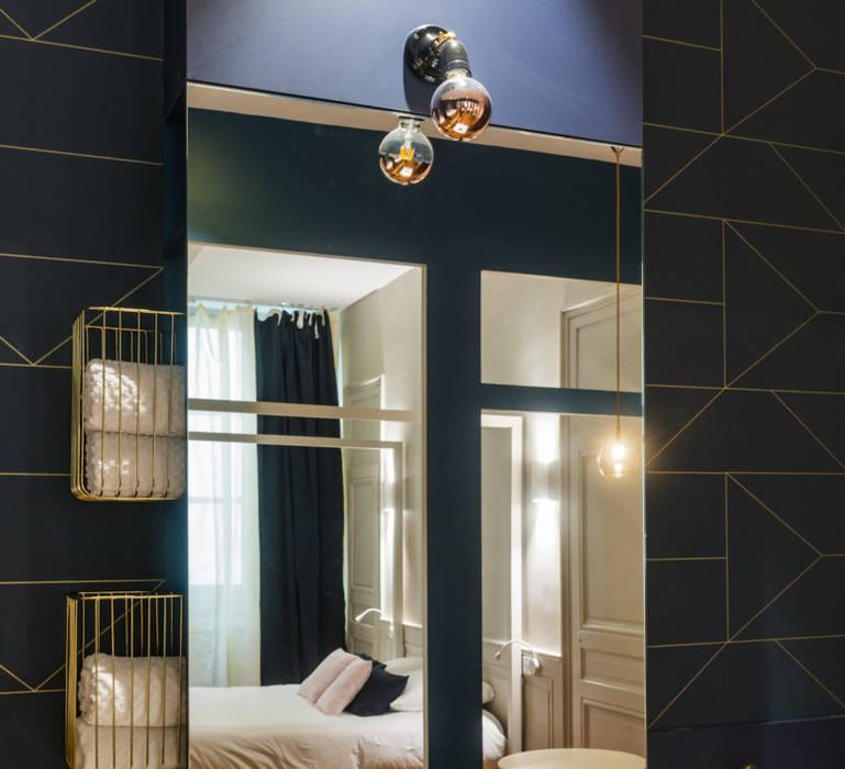 Eclairage Salle de bain de la chambre: Hôtels de style  par NEDGIS
