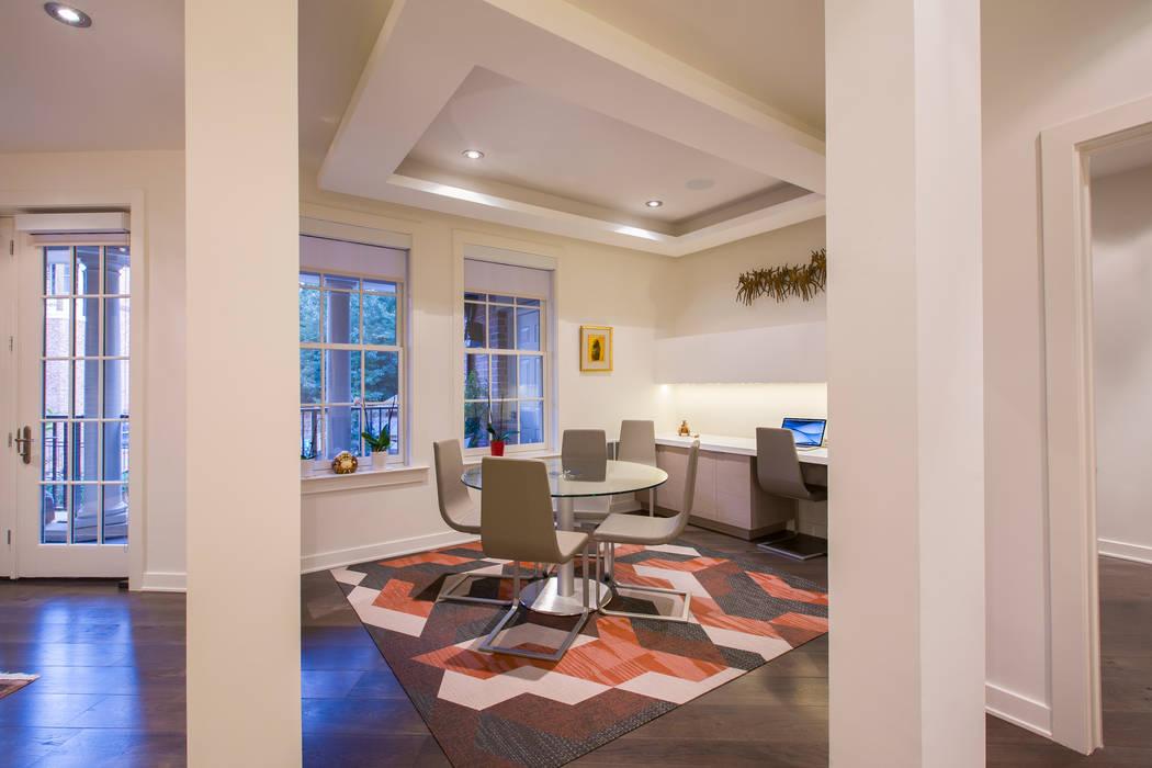 Estudios y oficinas modernos de FORMA Design Inc. Moderno