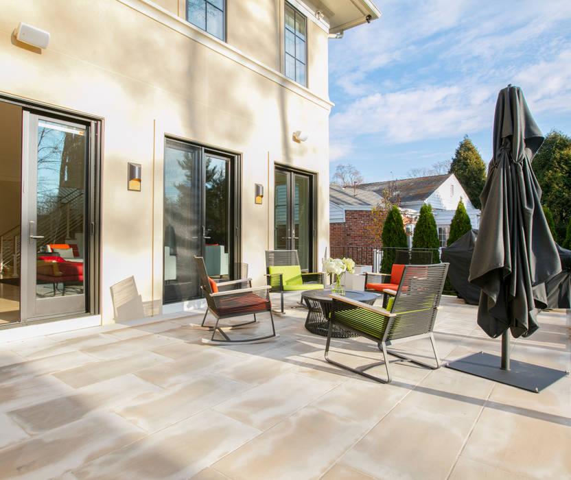 Modern style balcony, porch & terrace by FORMA Design Inc. Modern