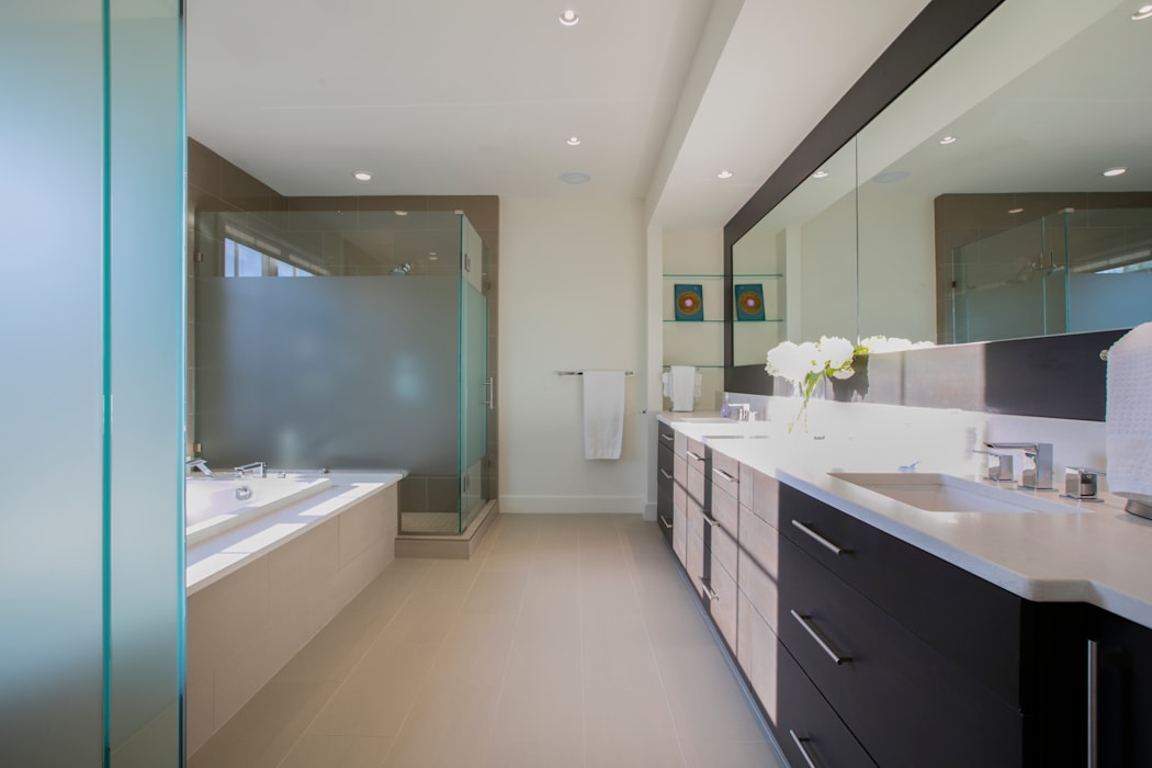 Bethesda Modern FORMA Design Inc. Modern Bathroom