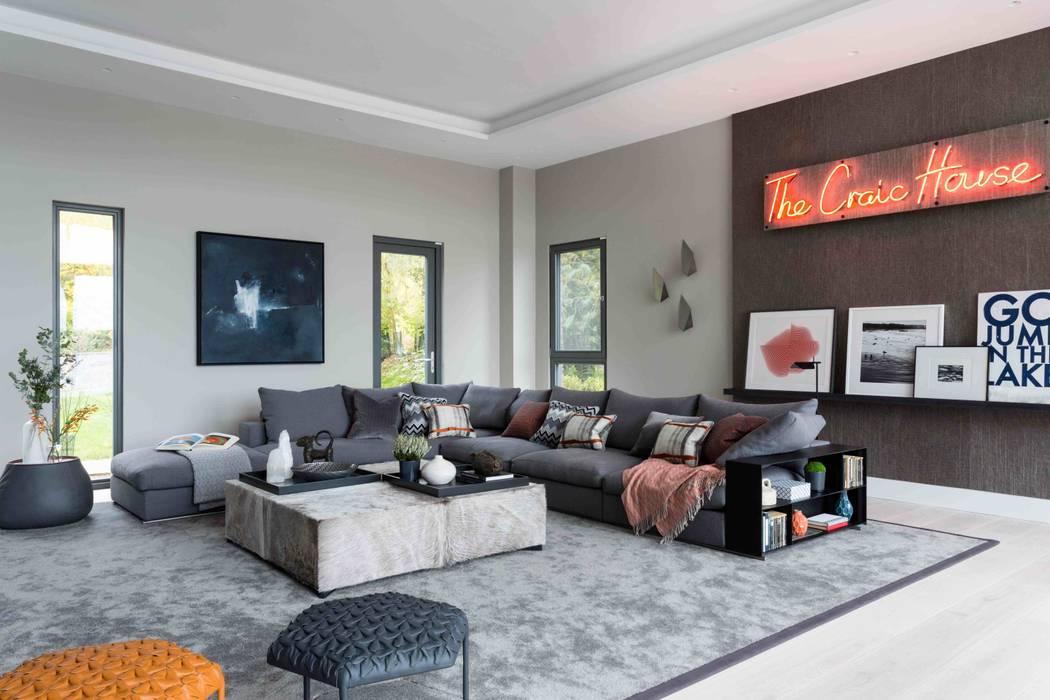 Elegante Salas multimedia de estilo moderno de Claudia Luján Moderno