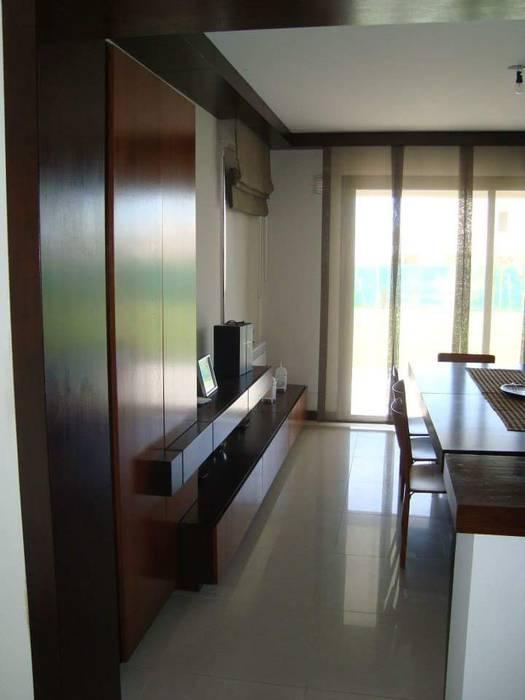 Living Estudio Karduner Arquitectura Livings modernos: Ideas, imágenes y decoración Madera Naranja