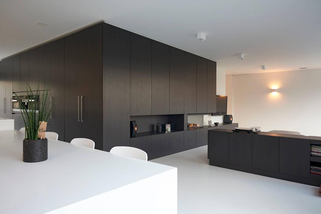 Modern living room by Ode aan de Vloer Modern Plastic