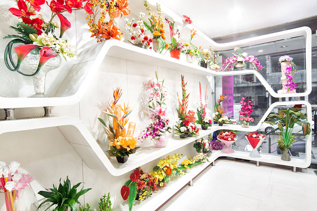 just flowers green park:  Walls by Total Interiors Solutions Pvt. ltd. ,