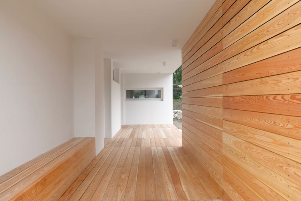 Modern Corridor, Hallway and Staircase by Studio Ecoarch Modern