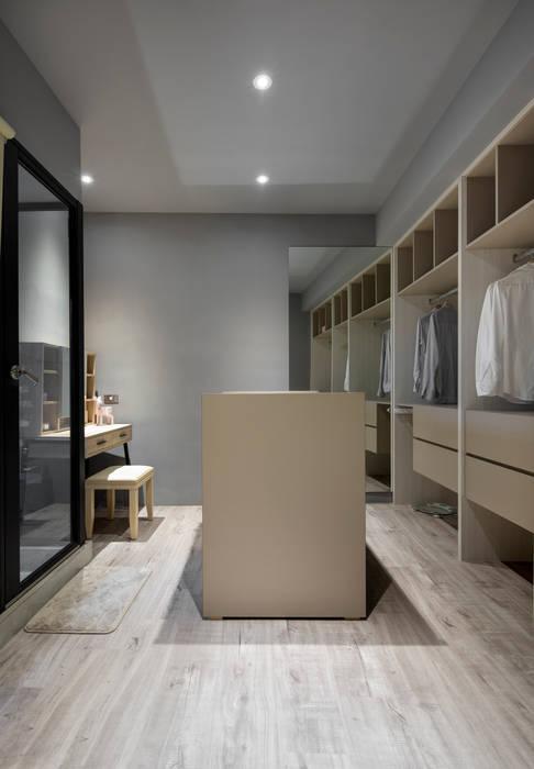 衣櫥中島收納多更多:  臥室 by 磨設計