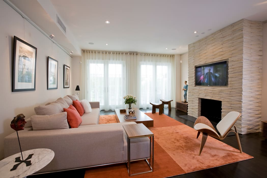 Tenleytown Rowhouse:  Living room by FORMA Design Inc.
