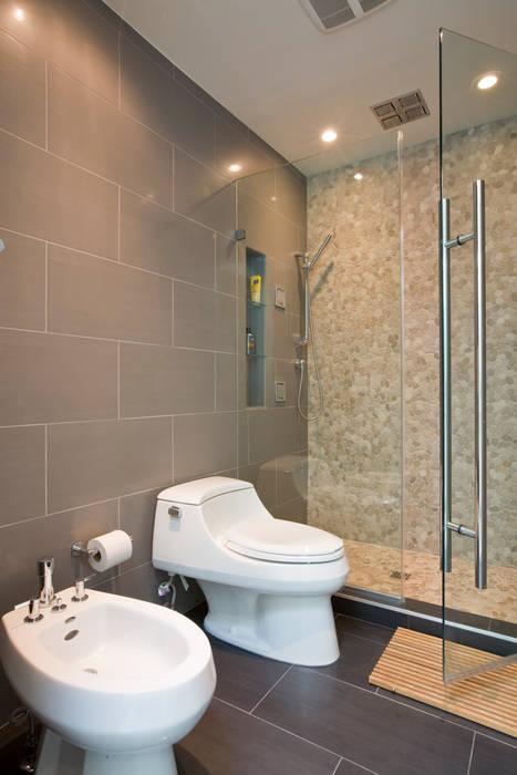 Tenleytown Rowhouse Modern Bathroom by FORMA Design Inc. Modern