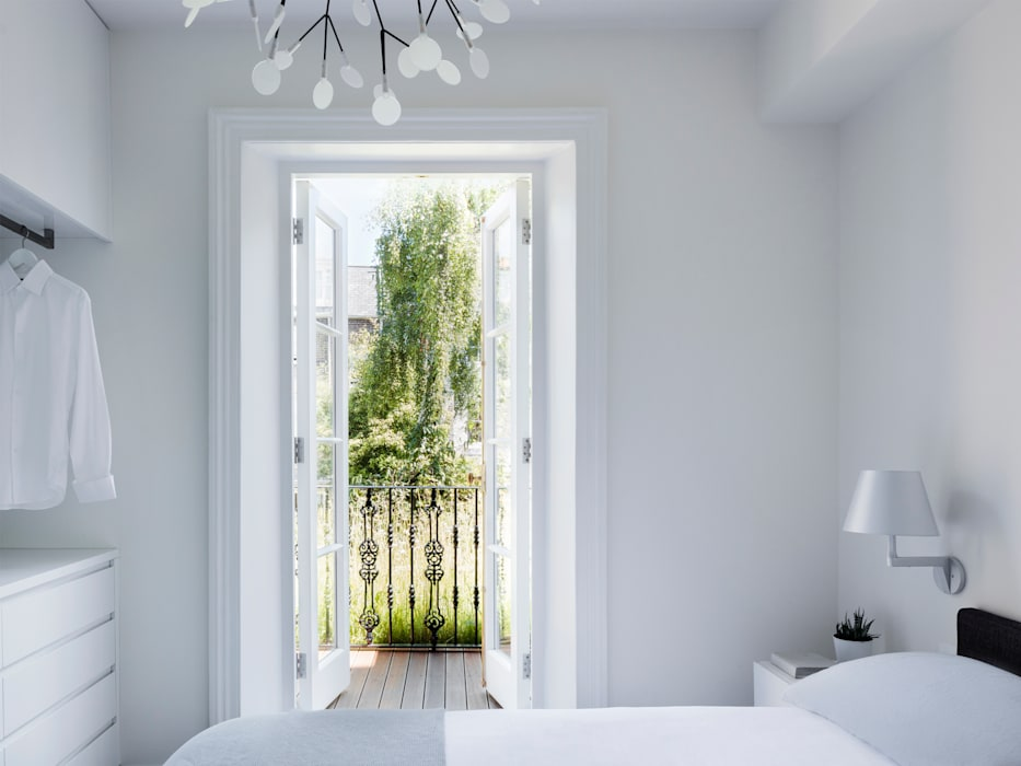 Master bedroom:  Bedroom by Brosh Architects