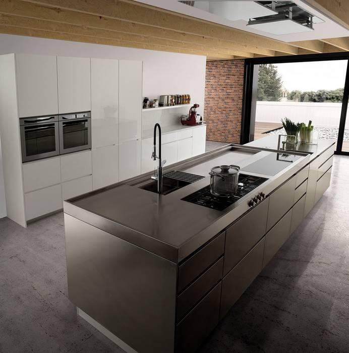 Cucine moderne: cucina in stile di abita design srl / paolo vindigni ...