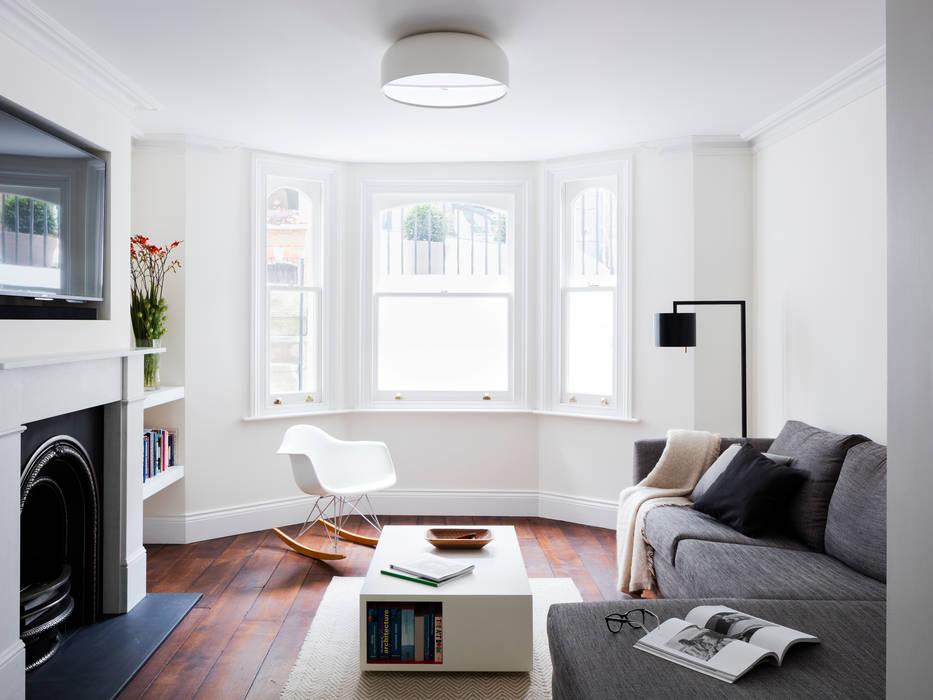 Living room 现代客厅設計點子、靈感 & 圖片 根據 Brosh Architects 現代風