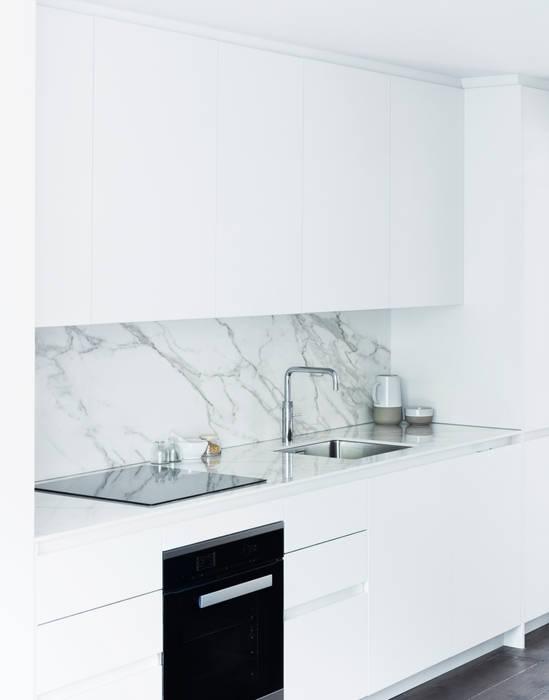 Kitchen:  Kitchen by Brosh Architects