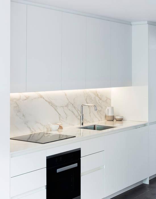 Kitchen : modern Kitchen by Brosh Architects