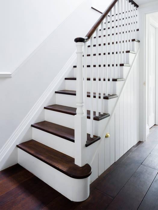 Staircase:  Corridor & hallway by Brosh Architects