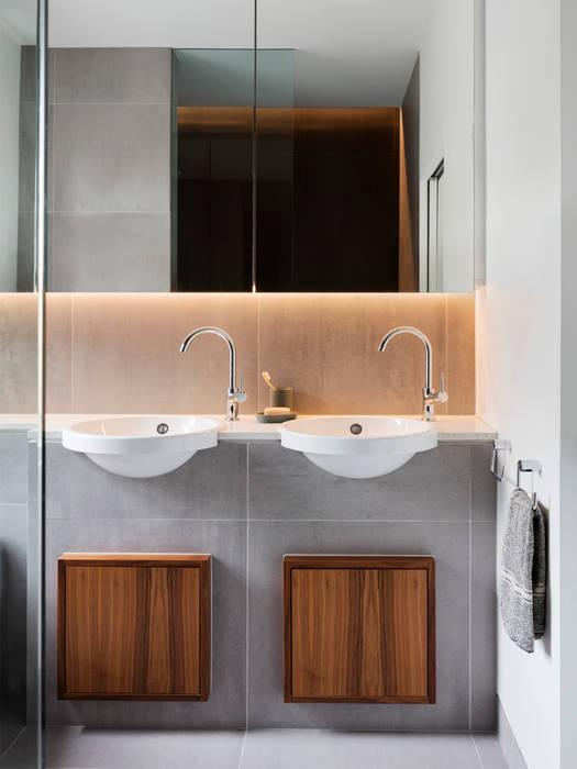 Bathroom:  Bathroom by Brosh Architects