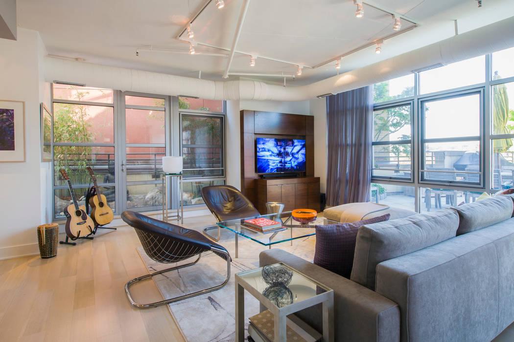 Salones de estilo moderno de FORMA Design Inc. Moderno