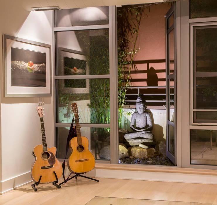 FORMA Design Inc. Balkon, Beranda & Teras Modern