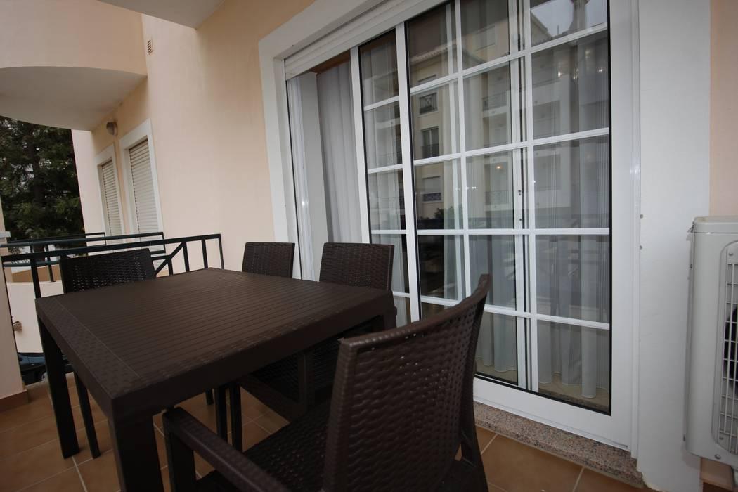 H&P Mobiliário e Decoração Balconies, verandas & terraces Furniture Brown