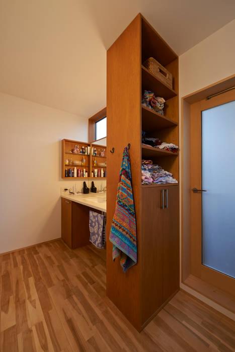 三軒茶屋の家 -都市でも気持ちよく住まう家- モダンスタイルの お風呂 の (有)菰田建築設計事務所 モダン